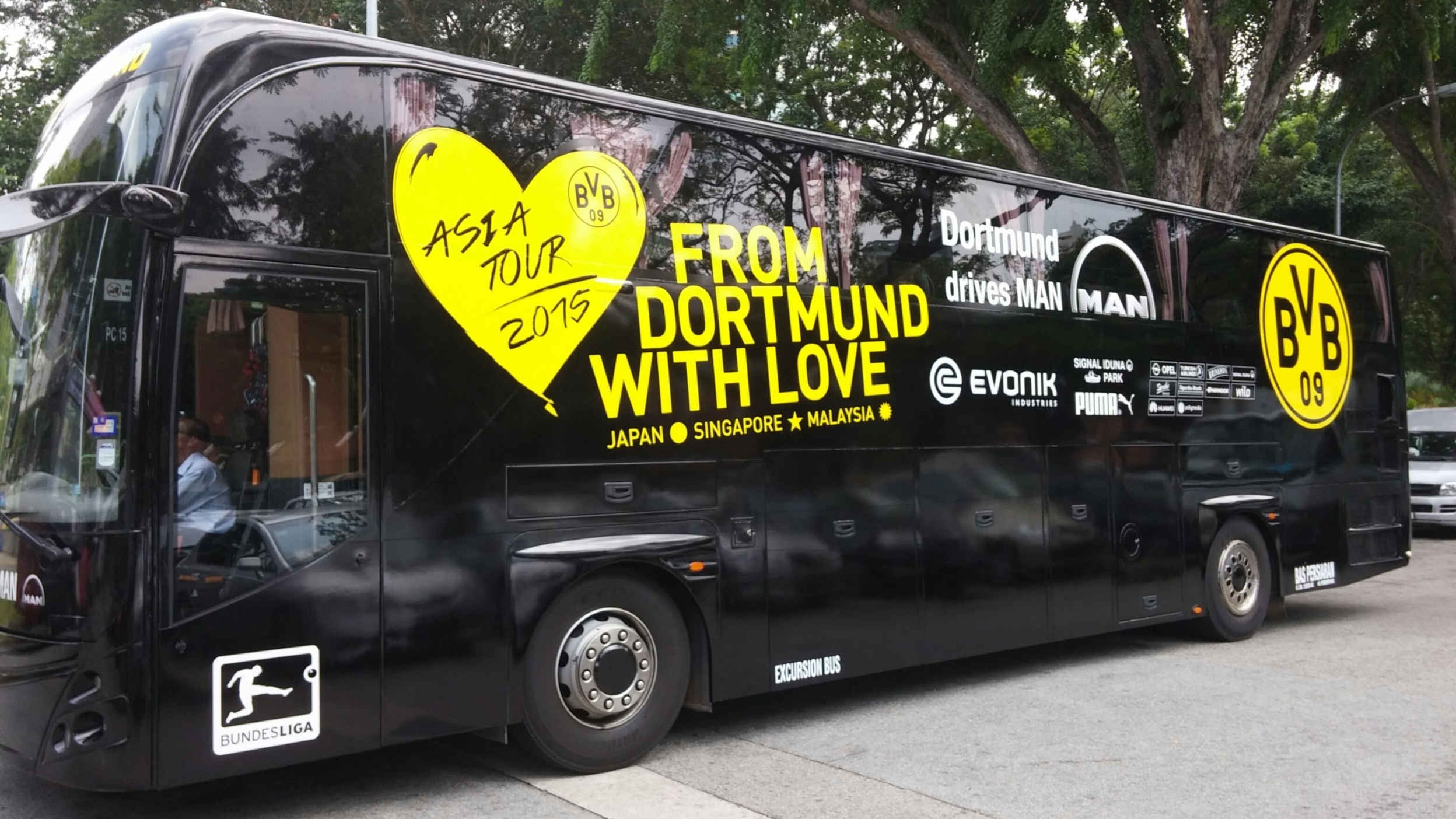 man proud bus sponsor for bvb man truck bus ag malaysia. Black Bedroom Furniture Sets. Home Design Ideas